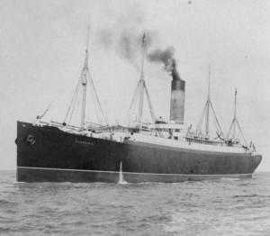 L'arrivée du Carpathia sur les lieux du naufrage du Titanic